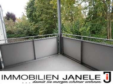 Erstbezug nach Sanierung! Gehobene 3,5 Zi.-Wohnung nähe Alex Center mit Blick ins Grüne in Sallern-Gallingkofen (Regensburg)