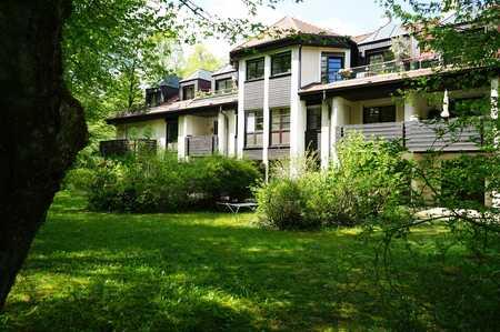 1 Grund mehr. - möblierte 2-Zimmer-Gartenwohnung auf phantastischem Parkgrundstück in Bestlage in Harlaching (München)