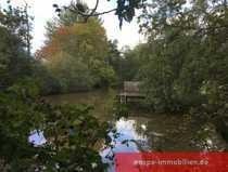 Traumhaftes Baugrundstück mit großem Teich