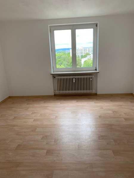 Panorama Ausblick- Sonnige 2,5 Zimmer Wohnung mit großer Loggia in Nordwest