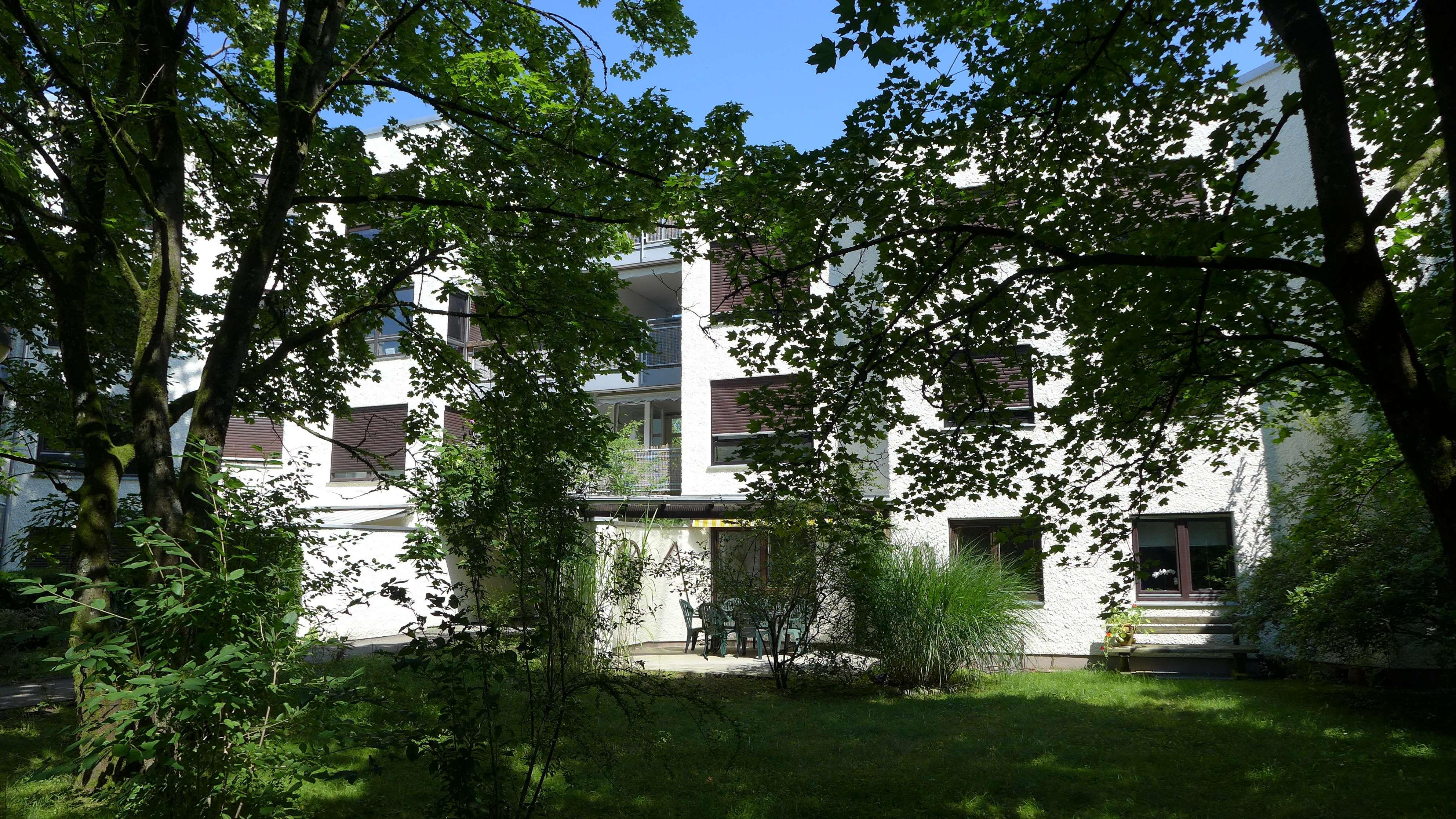 Exklusive, vollständig renovierte 3-Zimmer-Wohnung mit Balkon, Loggia und Einbauküche in Zorneding in