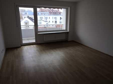 Vollständig renovierte Wohnung mit dreieinhalb Zimmern und Balkon in Landshut-Nikola in Nikola