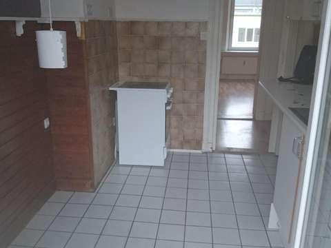 12 Qm Zimmer In Zentraler 2er Wg Mit Wohnzimmer Und Balkon
