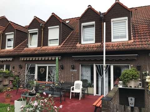 Kleines Reihenhaus in ruhiger Spielstraße mit Keller + Garage + Küche