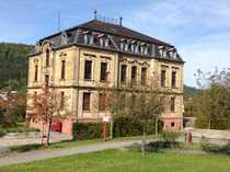 sanierte Dachgeschoss-Altbauwohnung in schöner Villa