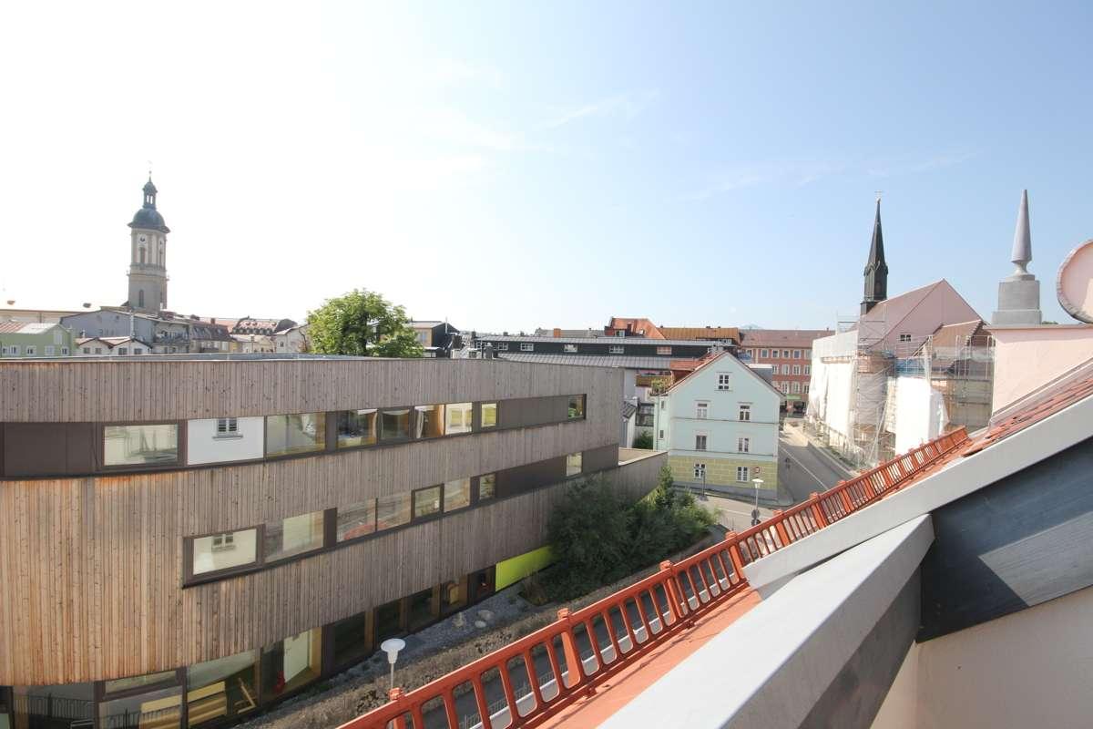 Wohn(t)raum zum Wohlfühlen! 3 Zimmer, zwei Dachterrassen, Lift, zentral gelegen in Traunstein! in Traunstein