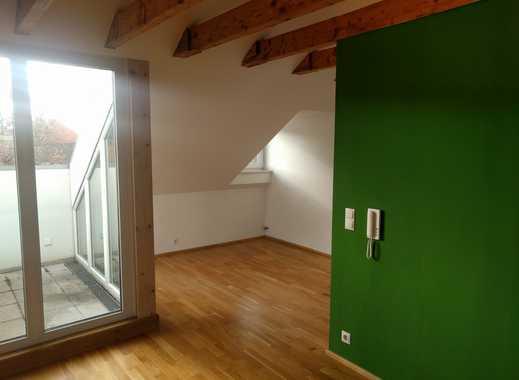 Stilvolle, geräumige 2-Zimmer-Dachgeschosswohnung mit Balkon und EBK in Landshut