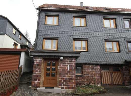 Ein-Zweifamilienhaus (DHH) mit kleinen Garten und 2 Garagen