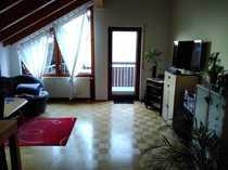 Schön gelegene Dachgeschosswohnung mit Balkon