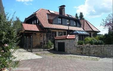 Repräsentative Landhausvilla mit hochwertiger Ausstattung und Einliegerwohnung!