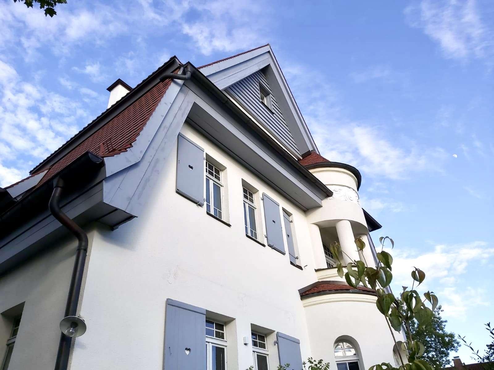 Stilvolle, geräumige und neuwertige 2,5-Zimmer-Wohnung mit Balkon und Einbauküche in Nürnberg in