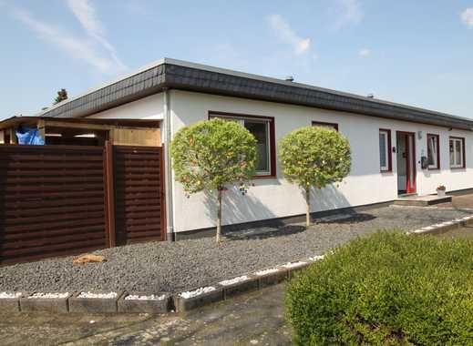 Pulheim: Freistehender Winkelbungalow mit Garage und sonnigem Gartenparadies