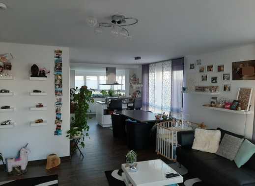 Exklusive, neuwertige 3-Zimmer-Maisonette-Wohnung mit Balkon, eigenem Garten und EBK in Kelsterbach