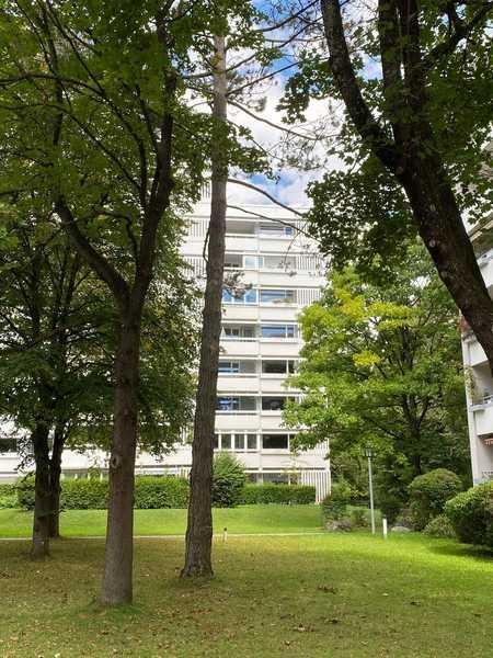 Gut ausgestattete, gepflegte 3-Zimmer-Wohnung mit zwei Balkons in idealer Wohnlage Fasanenpark in Unterhaching