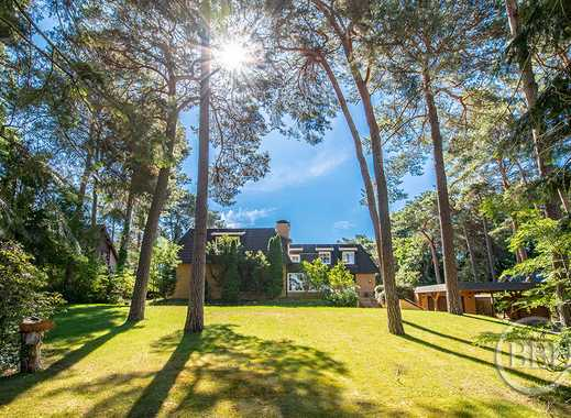 SURROUNDED BY LAKES IN THE GREEN DISTRICT OF KLADOW: EXKLUSIVE MANSION WITH PARK-LIKE GARDEN