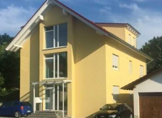 Neuwertige 3-Zimmer-EG-Wohnung mit Balkon