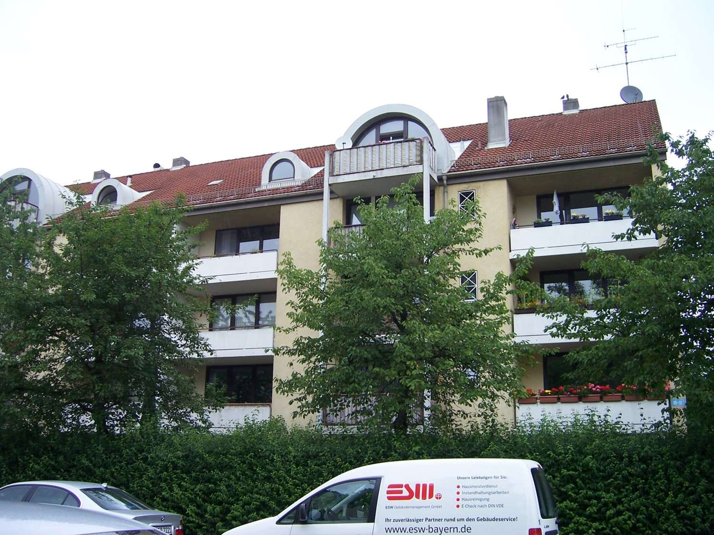 Reizende 2 Zimmer Wohnung mit Süd-Balkon am Stadtpark, Parkettboden, EBK, Bad mit Wanne in Pasing (München)
