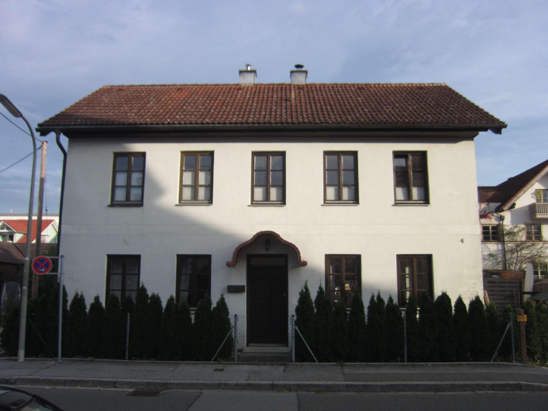 Weilheim Zentrum, helle 55qm 2ZiKB EG-Wohnung mit eigenem kl.Garten, in 2 Parteien-Haus in Weilheim in Oberbayern