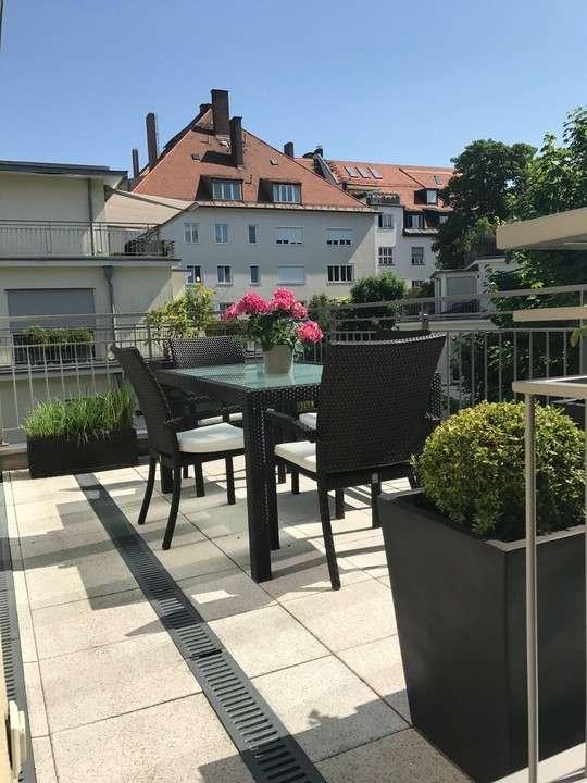 Wohnen am Englischen Garten: elegante Dachterrassenwohnung im besten Schwabing in Schwabing (München)