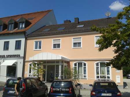 Gepflegte sonnige Wohnung mit zwei Zimmern und EBK in Zolling in Zolling