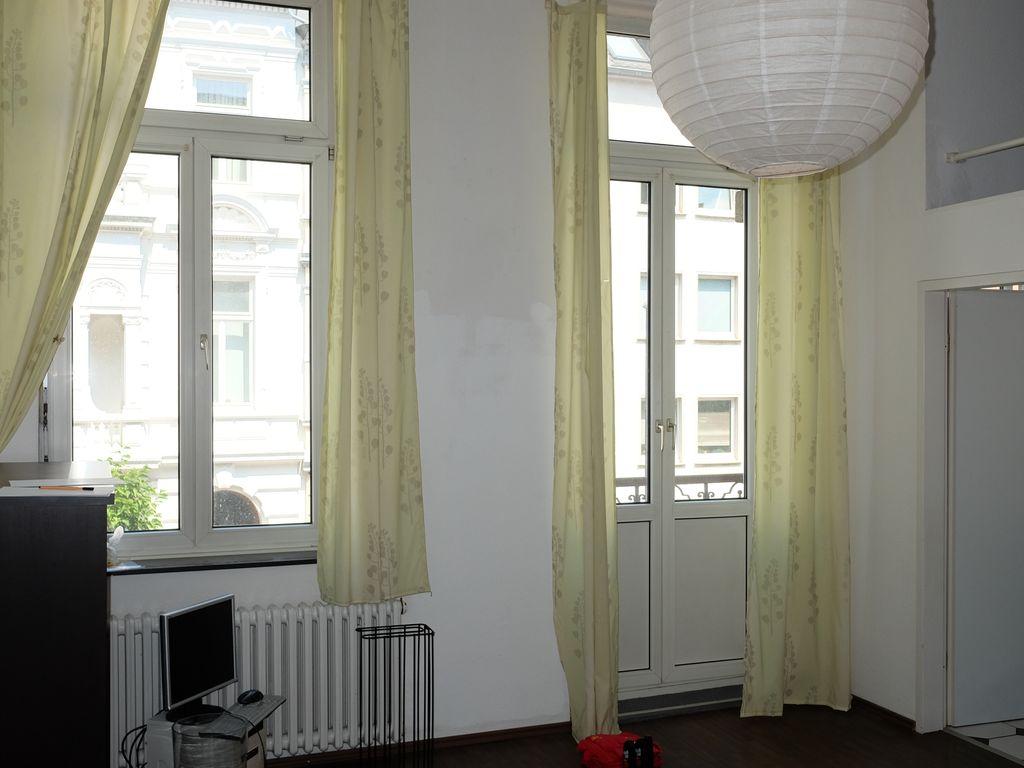 Stilvolle, geräumige und gepflegte 1-Zimmer-Wohnung mit Balkon und ...