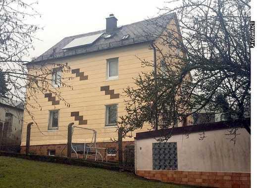Preiswerte 8-Zimmer-Doppelhaushälfte mit Garten, Solar, Garage und 2 Stellplätzen.