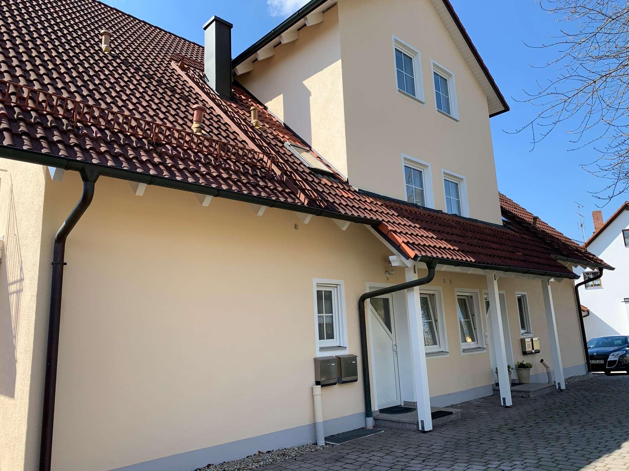 Gepflegte 3,5-Zimmer-Maisonette-Wohnung möbliert mit Balkon und Einbauküche in Furth in