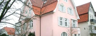 Über den Dächern von Bad Oeynhausen. Schicke 3 Zimmer Dachgeschosswohnung mit  Balkon in Kurparknähe