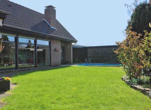 Großes Einfamilienhaus mit Pool und Garage in guter Wohnlage