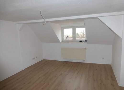 Preiswerte DG Wohnung (2-Raum) mit Einbauküche und schönem Blick über Hoh.- Ernstthal