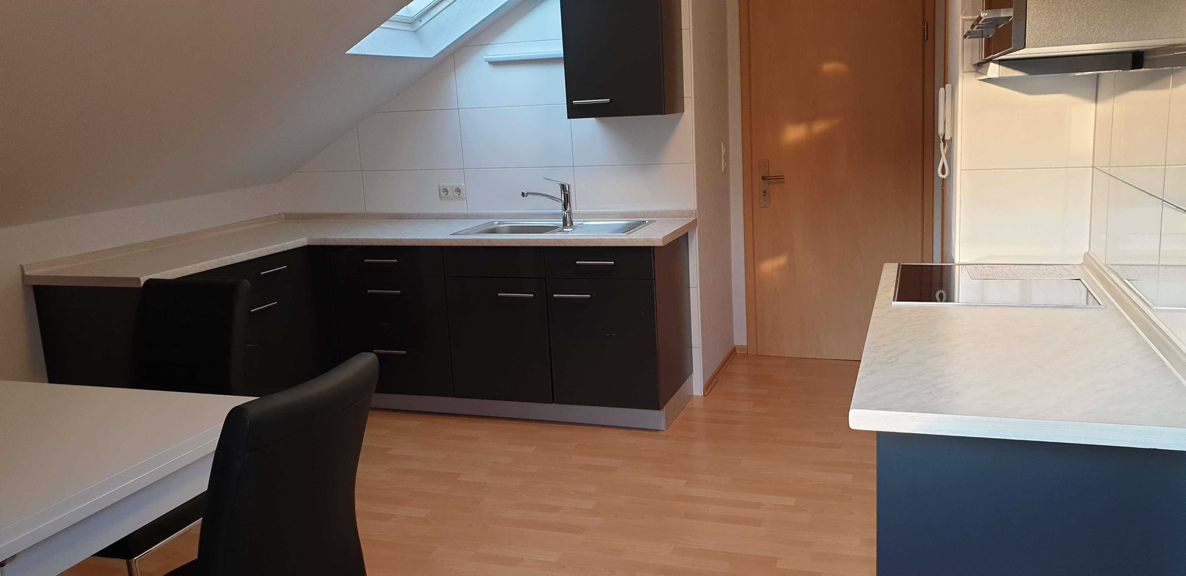 Möblierte 2-Zimmer Single -Dachgeschosswohnung mit EBK in Aschaffenburg in Nilkheim (Aschaffenburg)