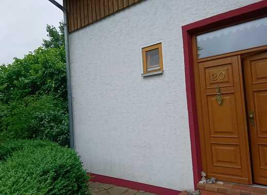 Neuwertige 4-Zimmer-Maisonette-Wohnung mit Balkon und Einbauküche in Neu Eichenberg