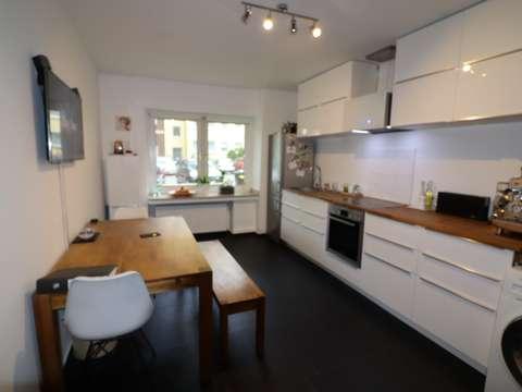 SAARLANDVIERTEl: KERNSANIERTE Wohnung mit Wohnküche, Parkett & neuem ...