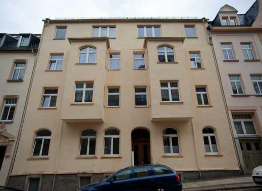 Günstige und gepflegte 2-Zimmer-Dachgeschosswohnung in Auerbach