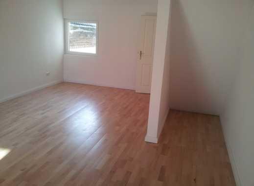 WG Zimmer 35 m²  gute Lage / Neu Renoviert