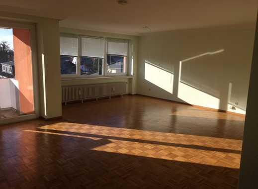 Schöne 4 Zimmer Wohnung mit Balkon!