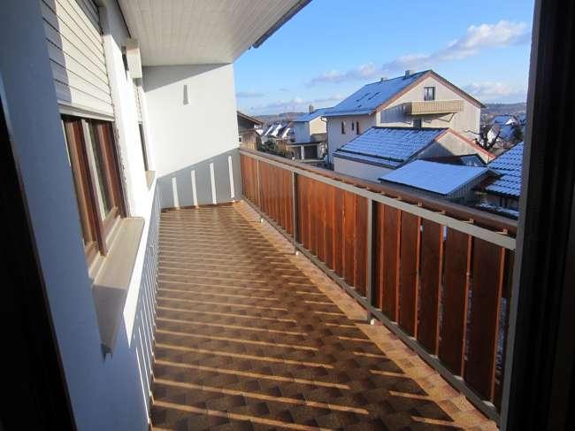 Neu renovierte 5-Zimmerwohnung mit Balkon und Garten in
