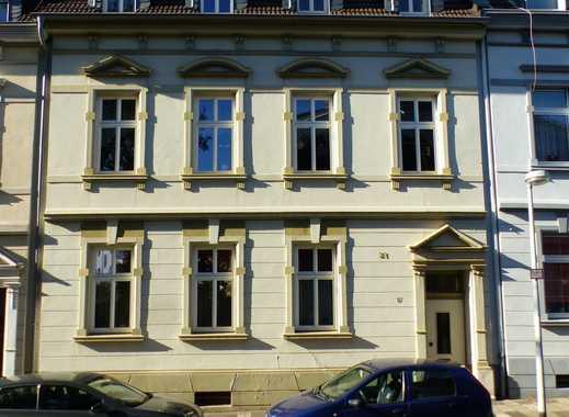 Sie lieben den Charme alter Häuser und suchen ein  3-Parteienhaus im Dichterviertel?