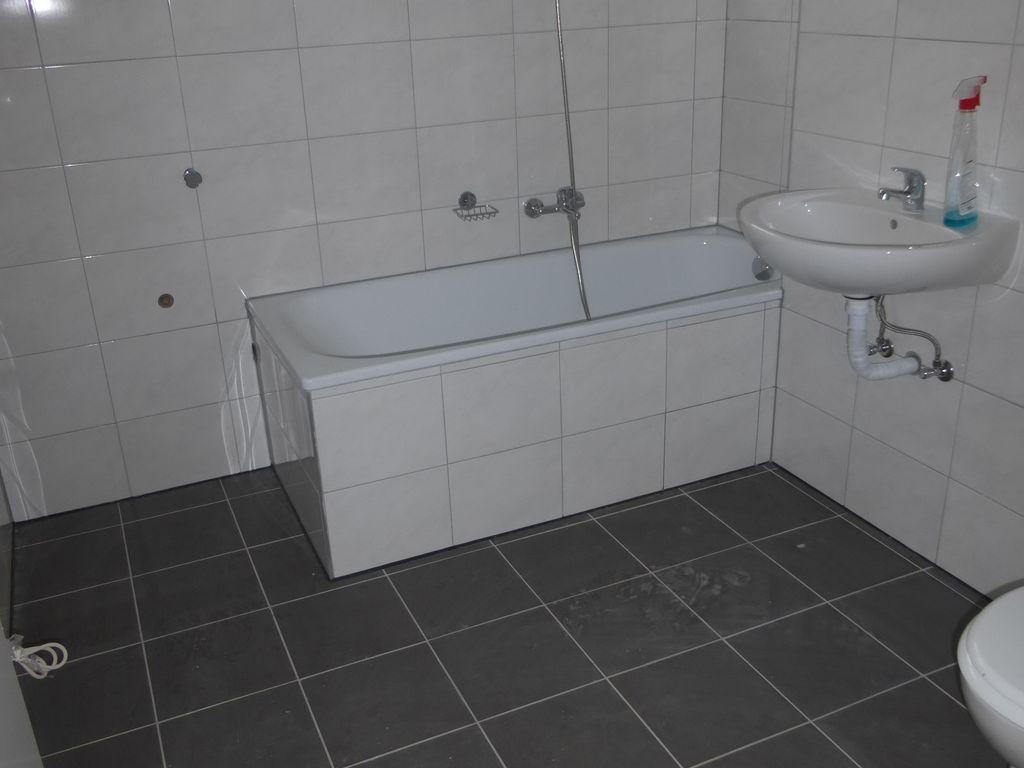 NEUES Badezimmer mit Wanne