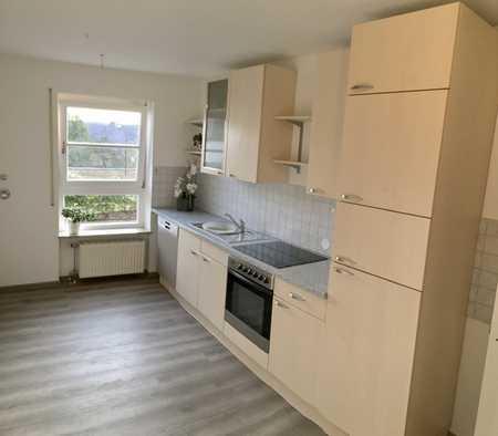 Schöne 2-Zimmer-Wohnung mit sonniger Terrasse und Einbauküche in Schwandorf in Schwandorf