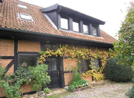 Idyllische Dachgeschosswohnung mit EBK in Isernhagen FB (7208)