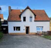 Sanierungsbedürftiges Wohnhaus mit Nebengebäude Scheune
