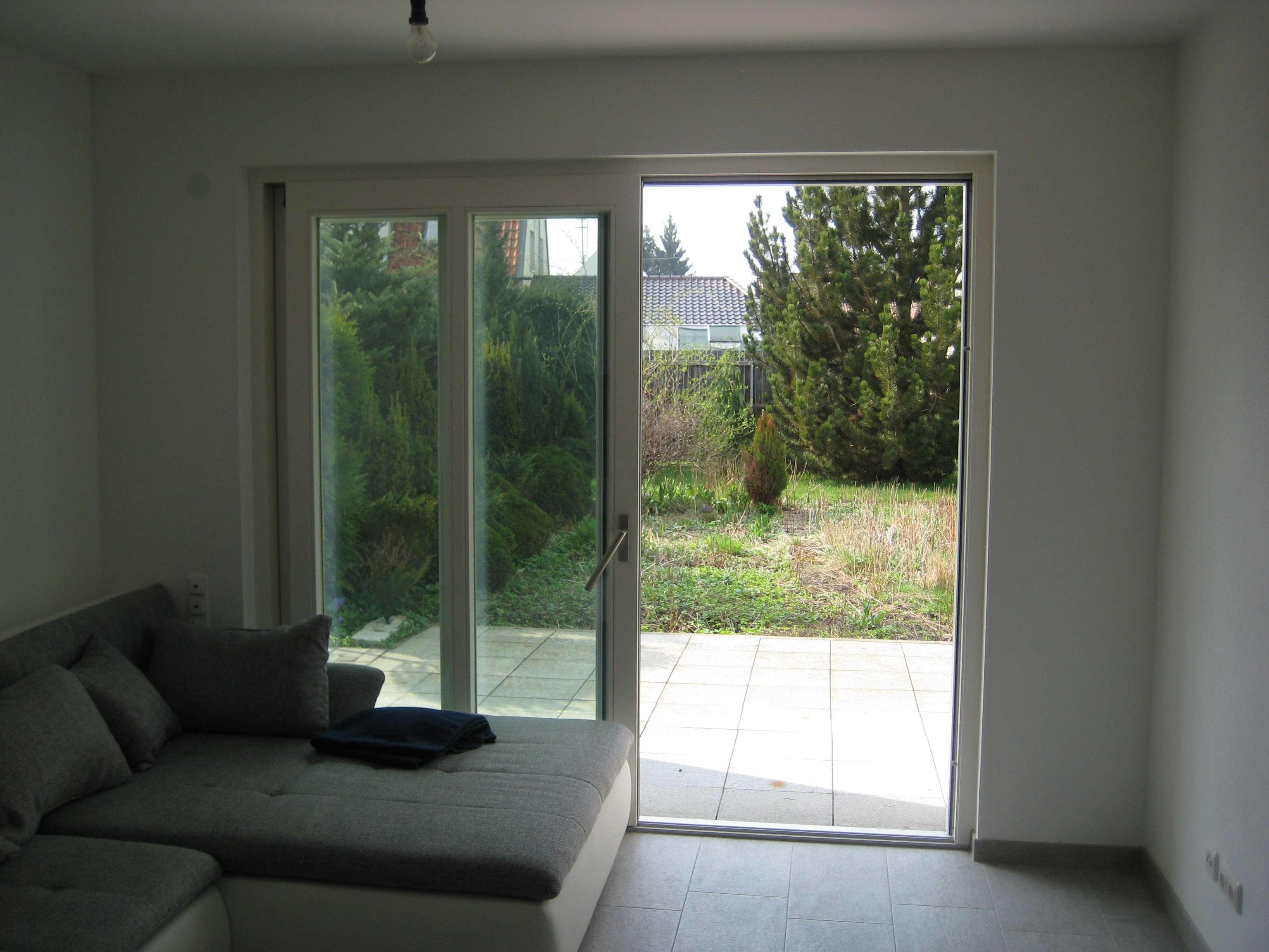 Neuwertige 2-ZKB mit Terrasse, Garten und Einbauküche in Aichach in