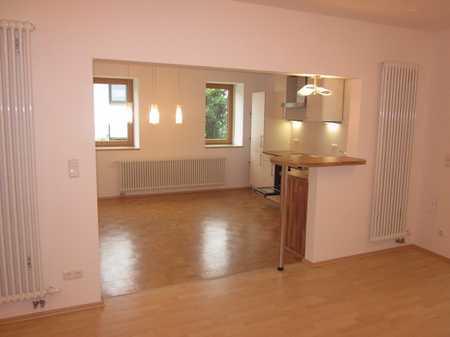 Schöne Erdgeschosswohnung im 6 Familienhaus in Ober- und Niederwinzer-Kager (Regensburg)