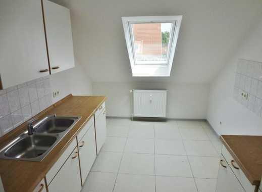 Sehr gepflegte helle 3 Zimmer DG-Wohnung - NUR mit Wohnberechtigungsschein §8