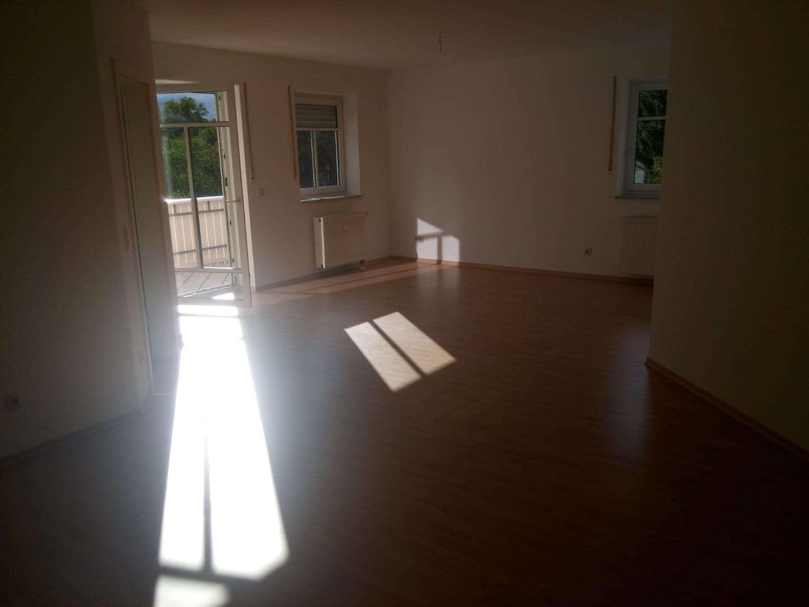 Schöne und ruhige 3-Zimmer-Wohnung mit Balkon in Burglengenfeld