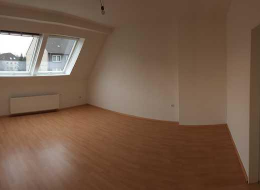 Helle 2,5-Zimmer-DG-Wohnung mit EBK in Höhenberg, Köln