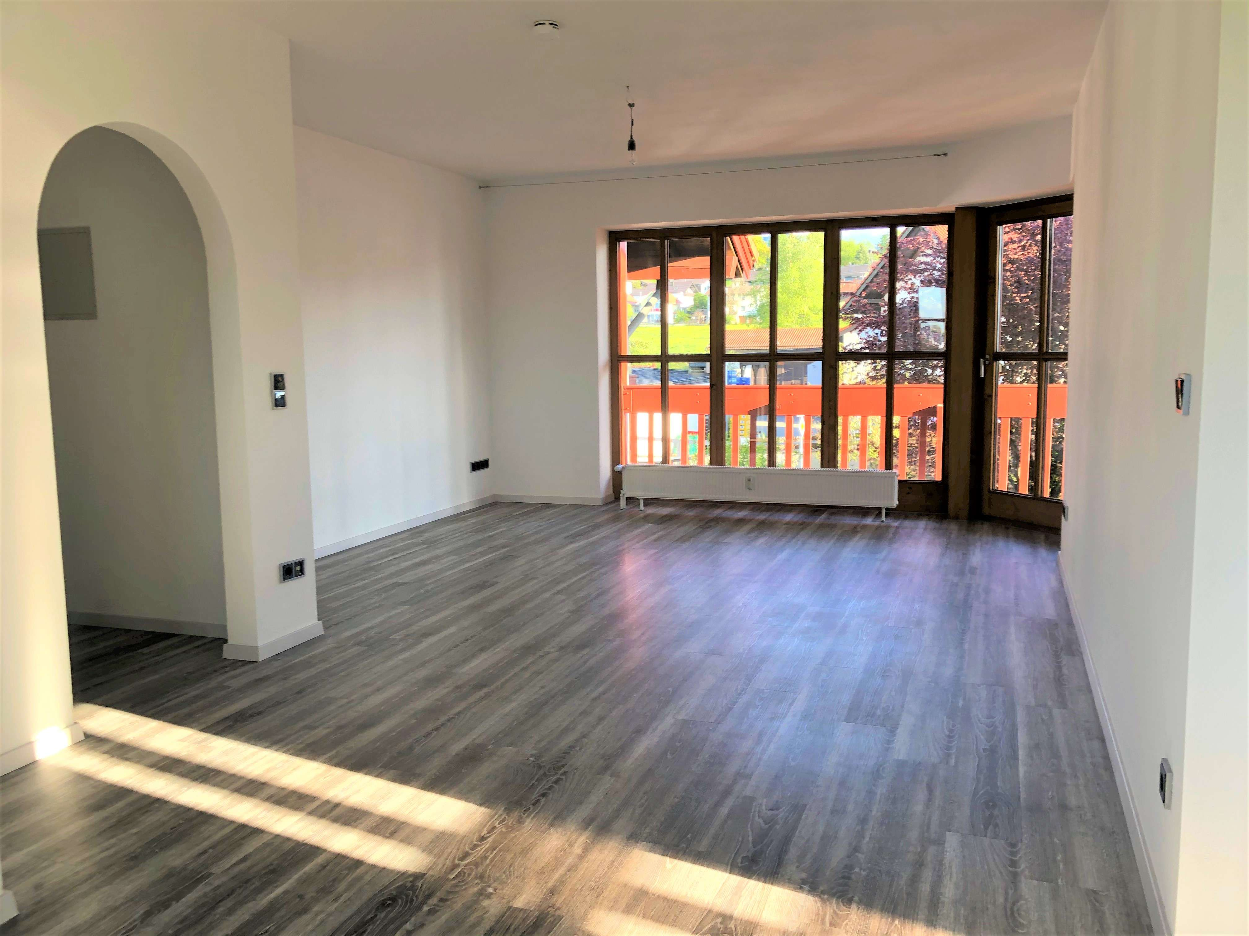 Schöne, zentral gelegene 2019 sanierte 2-Zimmer-Wohnung mit Balkon und EBK in Murnau am Staffelsee in