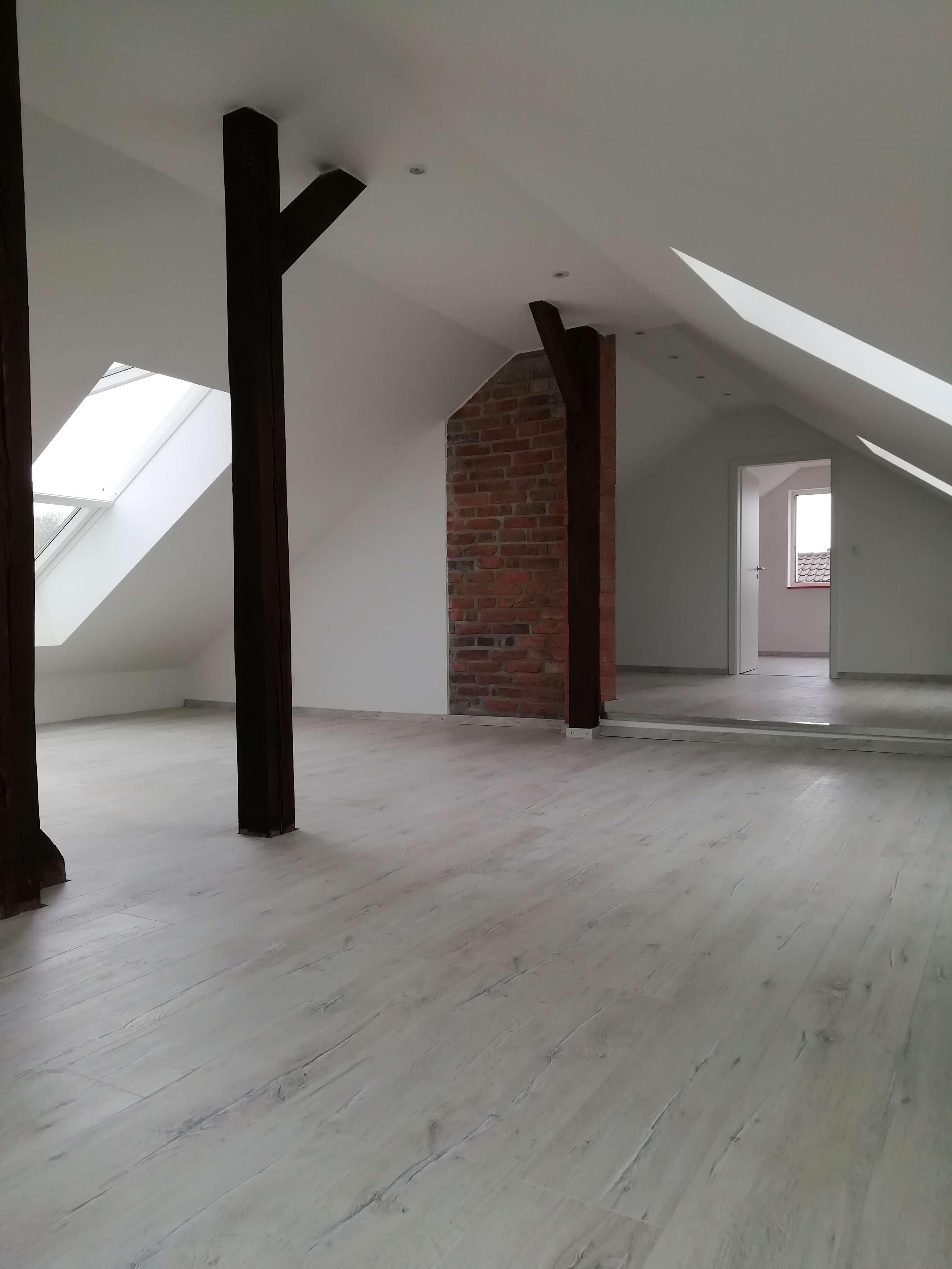 Lichtdurchflutete, top sanierte Maisonette-Wohnung in Karlstein am Main