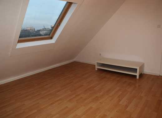 Dachgeschosswohnung in Düsseldorf-Pempelfort ab sofort bezugsfertig.